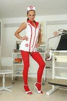 Incredibile nurse Evelyn porno nurse apre puss con topa-opener